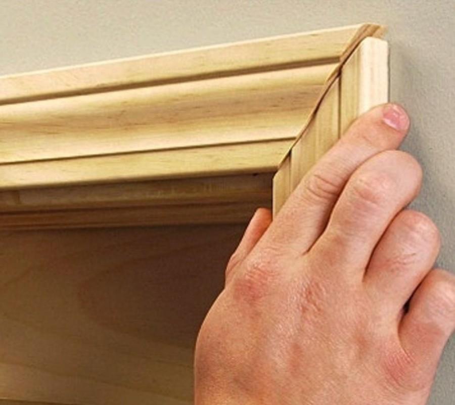 Деревянные наличники на двери: разновидности, монтаж, правила оформления и  украшения