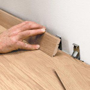 Выбор и установка деревянных плинтусов – критерии выбора профиля, размеры и особенности установки плинтусов
